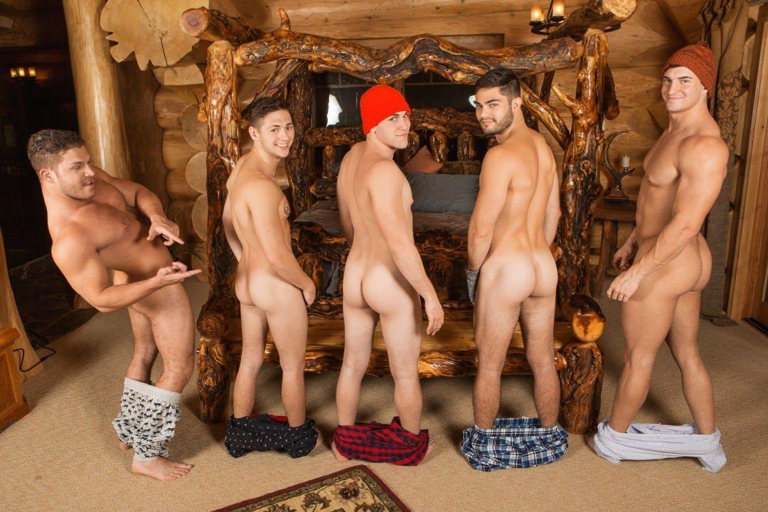 chicos desnudos