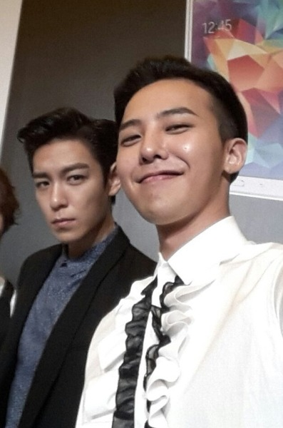 foodielovestop:  Yas! Finally a GDTOPYBDS selca after a million years