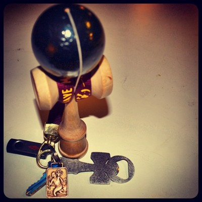 Freshy #kendamausa CLASSIC, with that new new #kengarden lanyard, and the #clackoneopen @clackoneopen bottle openers from @hunter_bailey #kendama #damatravels  (at Skyland Estates)