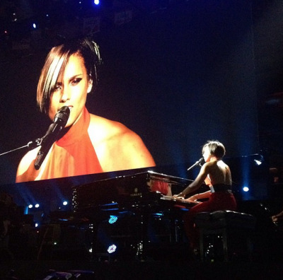 "#girlonfire…via @aliciakeys:""Eric Clapton, The Rolling Stones, and ME?! WTF?! ;-) #121212Concert""[Instaagram]"