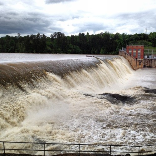 Rhodhiss Dam #flood #ncwx #wx #nc  (at Rhodhiss Dam)