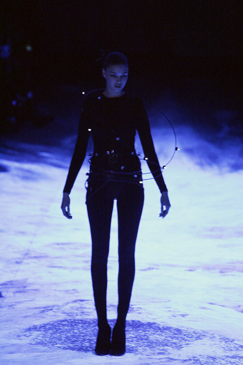 somethingvain:  hussein chalayan f/w 2008 rtw
