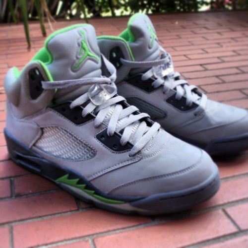On a haunt for these #JordanV #greenbeans release date 2006. Upper is made of 3m reflective material, with a hit of a flash or light the shoe shines! #dope