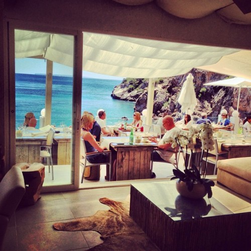 #Amante #beach #playa #restaurant #food #Moet #sun #summer #awesome #views #vistas #recomendado #drinks #friends #fun #instapic #instacool #instagood #instalike  (at Amante Beach Club Ibiza)