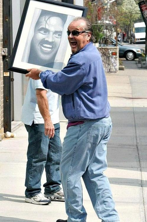 samuel-long:  Pretty much my new favourite picture  Jack Nicholson with a fan-made Shining portrait on the set of 'The Departed', 2005