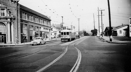 002 - LATL W Line Car 1505 At N. Figueroa & York Bl. 19480215 on Flickr. Photographer: Alan Weeks los Angeles Transit Lines streetcar no.1505 on Line W at North Figueroa Street and York Boulevard, February 15, 1948.