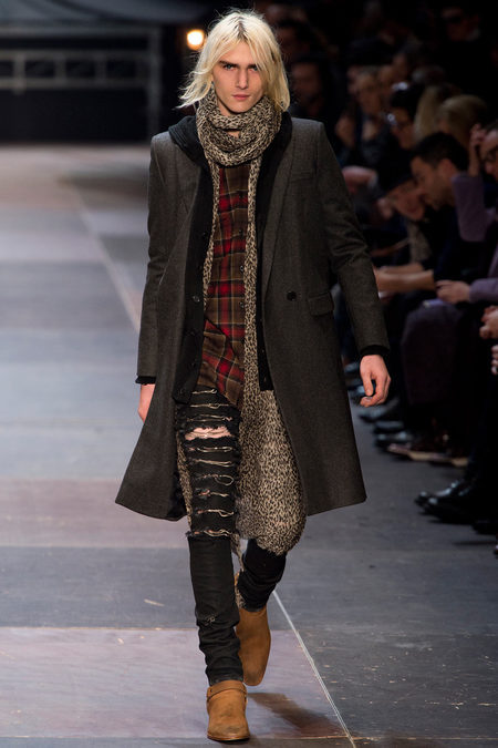 honght:  Saint Laurent Paris FW 2013  Fabulous men's animal print scarf here from Saint Laurent.