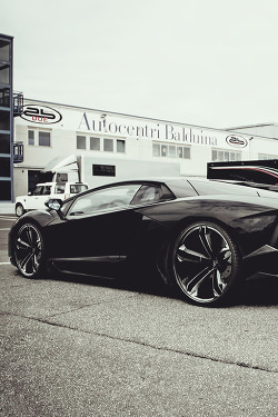 auerr:  Lamborghini Aventador with Estoque wheels