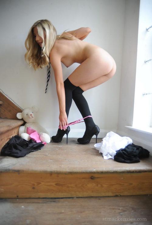 sissy-panty-boy:Sexy Sophie Barrett!