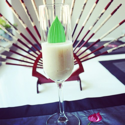 Delicious #cherimoya & banana smoothie 😍 👉 www.eatmorebacon.de