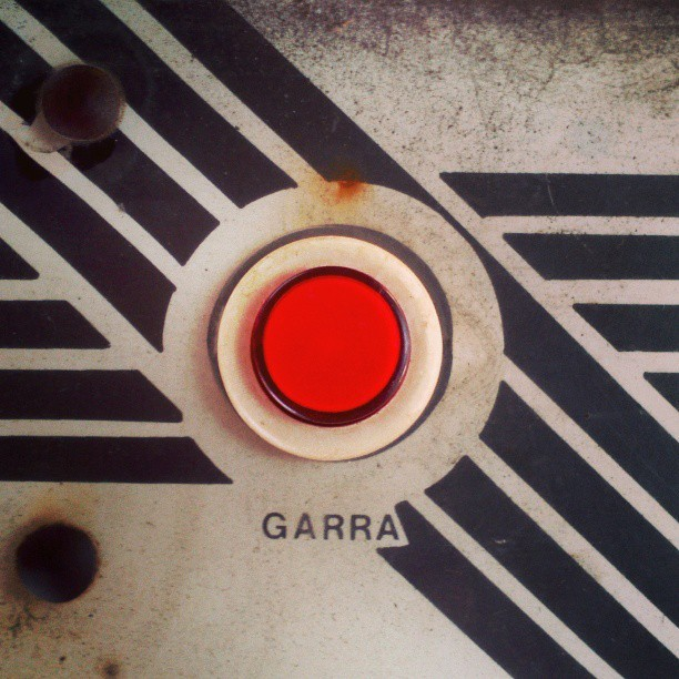 #red #redlicious #button #press #push #pushthebutton #redbutton #black #graphic #stripe #lines #parallel #vintage #retro #80s #70s #arcade #game #videogame #round #circle #foundintheround