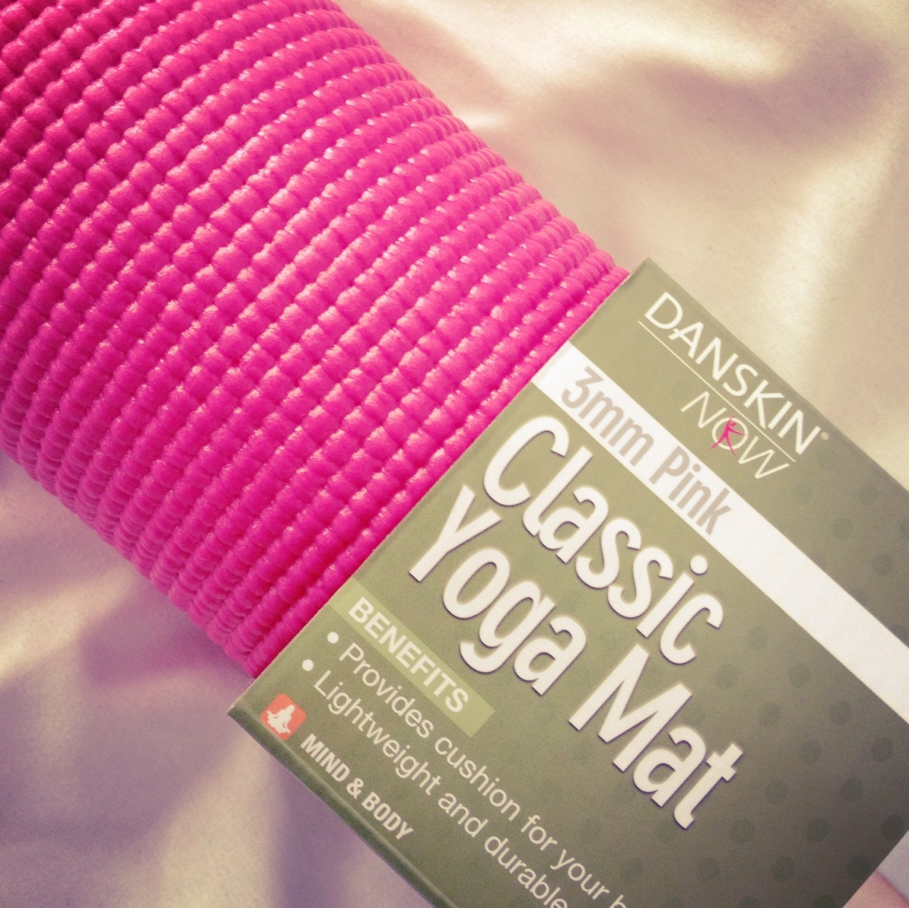 healthyinfinities:  muffin—t0pless:  Finally got me a yoga mat♡♡ pink of course!