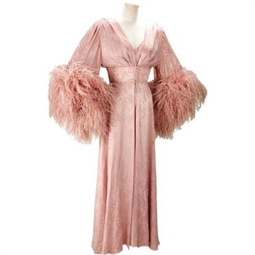 une-quaintrelle:  Dressing gown worn by Joan Collins in Dynasty.