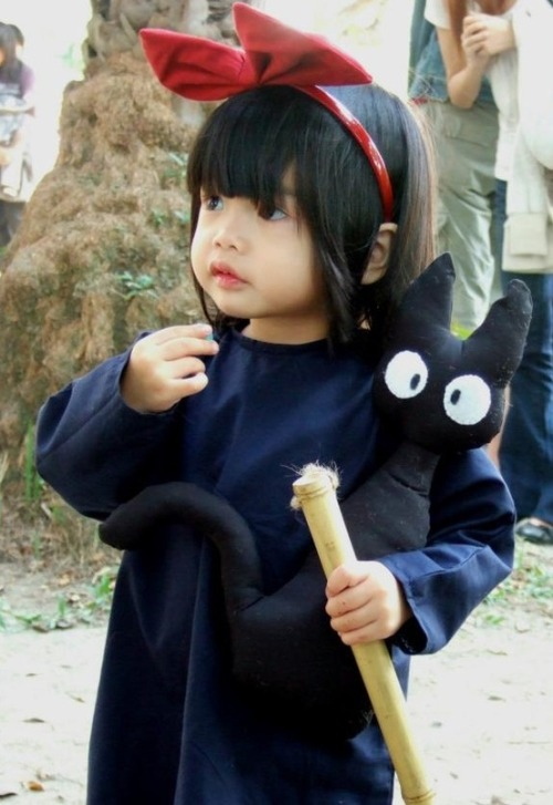 beatpie:  Little girl dressed up as Kiki from Studio Ghibli's Kiki's delivery service  I dig this haircut