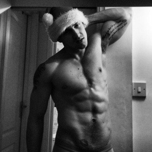 igorstepanov:  Merry Christmas ladies 🎁
