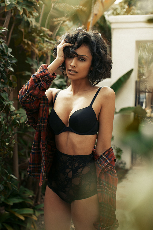killuminxti:  kalistateofmind:  Nazanin Mandi   - Miguel is one lucky ass motherfucker 🙌🙏