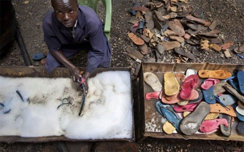 yannickbrouwer:  This little company from Kenya makes toys from slippers that wash up on the beach. Pictures by Ben Curtis