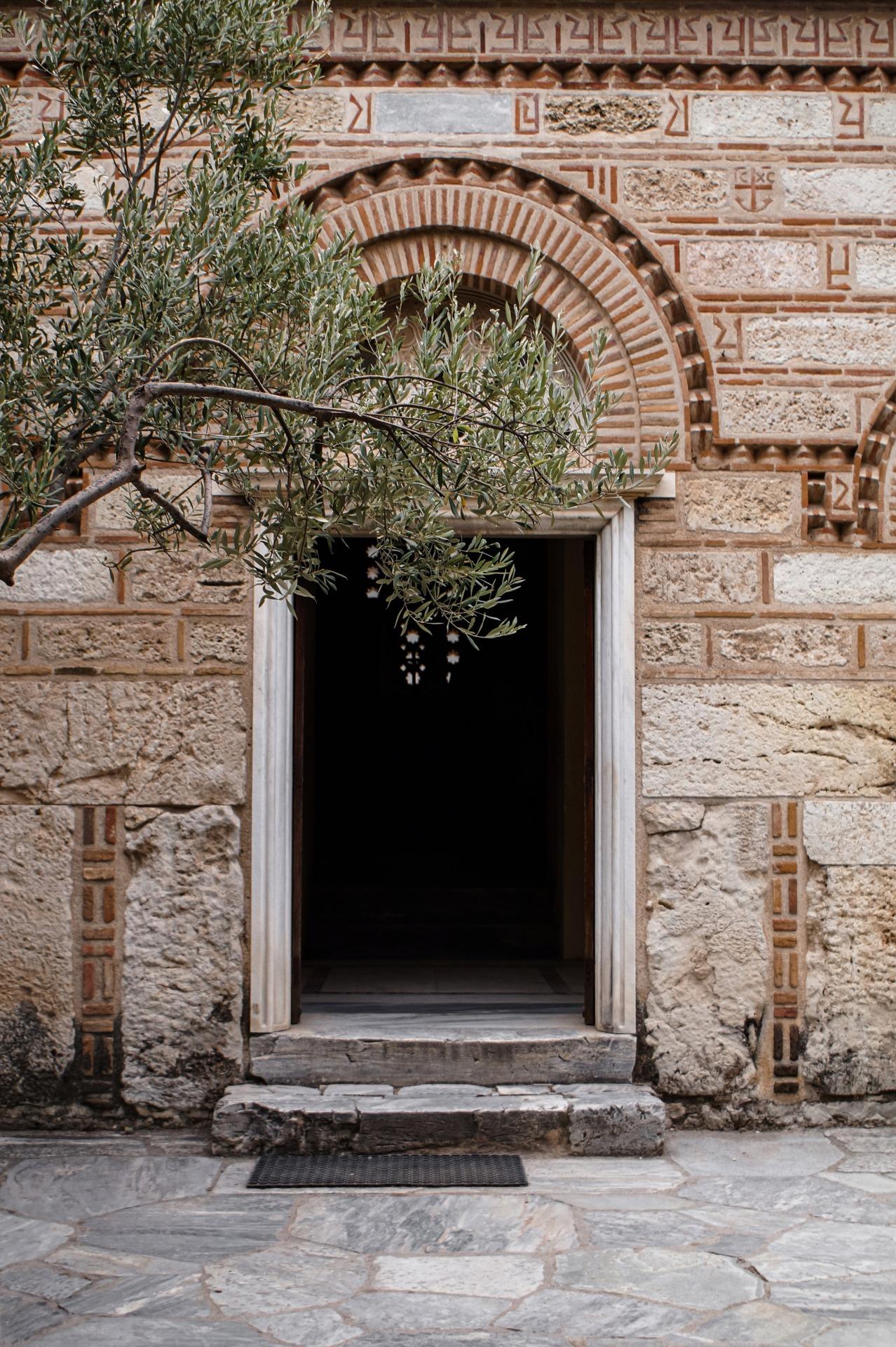 .. #architecture#autumn aesthetic#church#olive tree#athens#agora#traveling#kirche#original photography#athen#travel#reise#original photographers#athina#travelling#autumn#ellada#fall#herbst#autumn day#herbstlich#greece#griechenland#tree#baum#doorway#tür#byzantine#byzantinisch#medieval