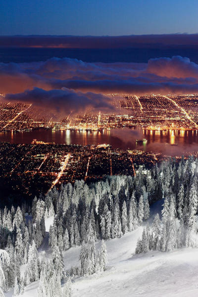 unwrittennature:  View of Vancouver from Grouse mountain at sunset by: Pierre Leclerc