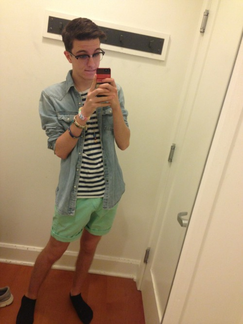 f0xface:  lanadelwhore:  f0xface:  i bought some cool green shorts today  I want you and your clothes ((where did you buy those))  yo american eagle