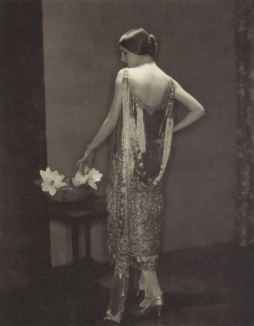 Edward Steichen- Marion Morehouse en robe Chanel, 1924