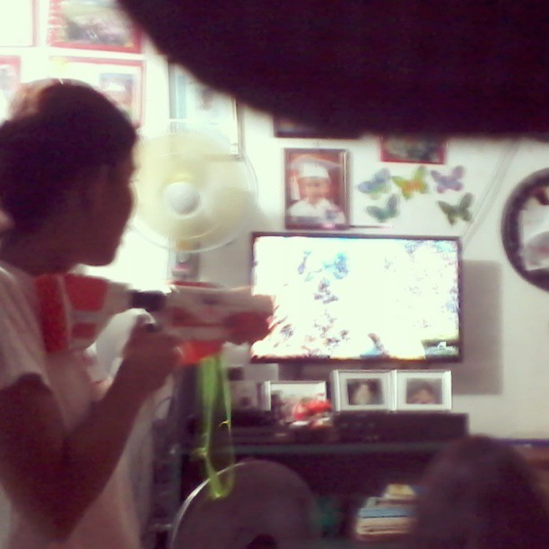 At ang #nintendo #wii na nakakangalay.. Feeling ko hunter na ko ng mga wild animals haha #IGersphilippines #instagood #instacool #f4f #ifollowbackfast #filipino #videogames #guns