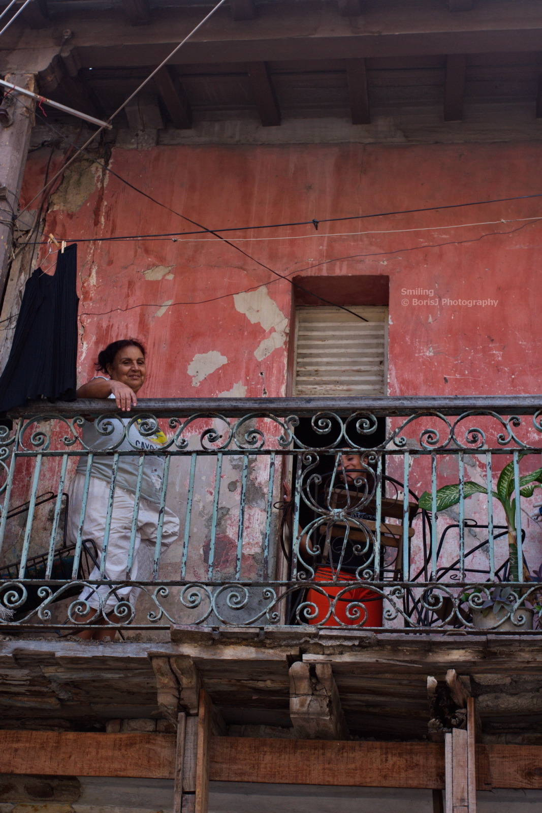 Smiling Cuban woman on her balcony. Canon EOS 40D 1/160s ISO 320 f/7 Santiago, Cuba Flickr - Twitter - Facebook - Google+ - Posterous - 500px Copyright © BorisJ Photography - Boris Jusseit - all rights reserved - please do not use this image on any media without my permission.