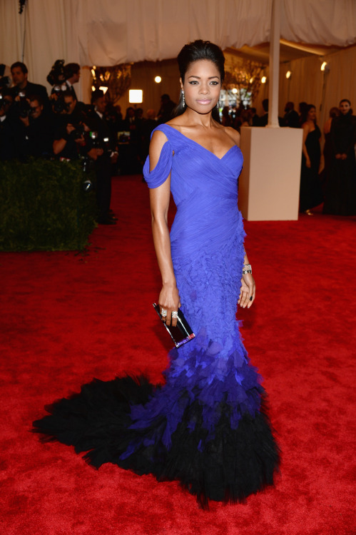 The stunning #NaomieHarris in #DonnaKaranAtelier