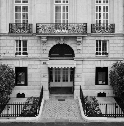dior:  Captured Craft by Gérard Uféras  I loove classic building!