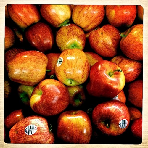 """Red Apples""    For your daily dose of Hipstamatic this batch O'apples.  Taken at a local grocery store.  Its always fun to see peoples reaction when you take pictures in a store. Hipstamatic 261, John S lens, Ina's 1969 Film, no flash. Visit my blogs at: http://www.hipstamaticpics.com   http://www.liquidsoaphdr.com"