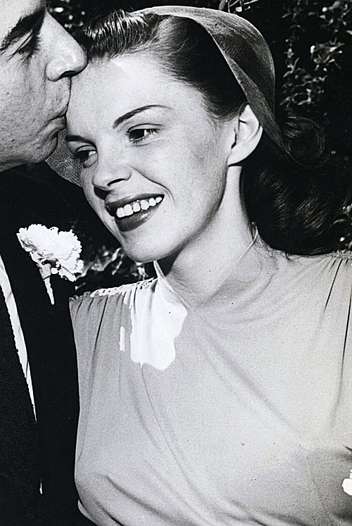 frances-garland:  Judy at her wedding to Vincente Minnelli (1945).
