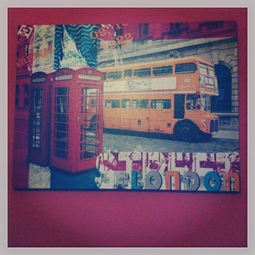 #art #london #telephonebooth #londonbus #loveit #colorful #roomdecoration 😊🇬🇧