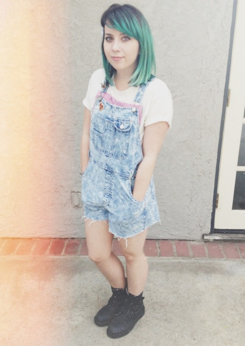 space-grunge:  can't believe i got to wear overalls to a job interview. the interview also took place next to a gigantic, inflatable pretzel. it was awesome!
