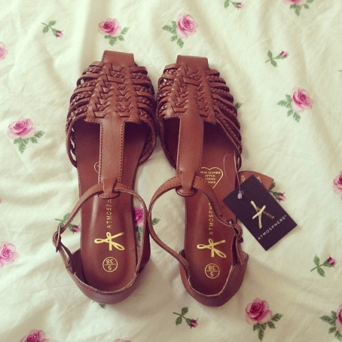 brown sandals cute shoes rosy rosy blog rosy post atmosphere shoes