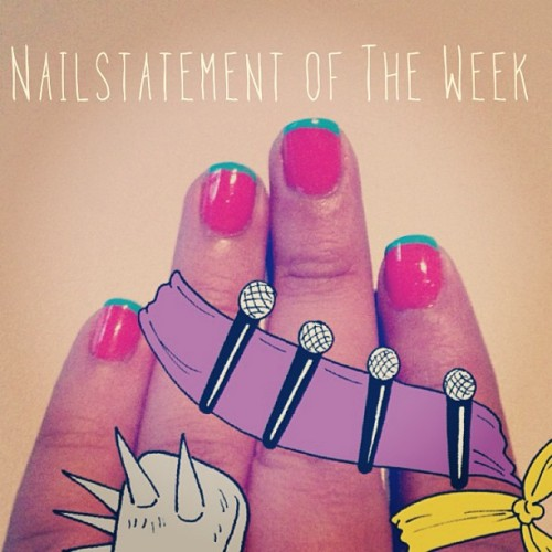 #nailstatement of the week: #turquoise with #pinkish #orange #nailstagram #lazergram  (at D Silva Peluqueria)