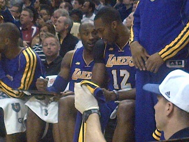 foreverla:  Kobe diagrams a play for Dwight Howard on the bench. (picture via @mcten)