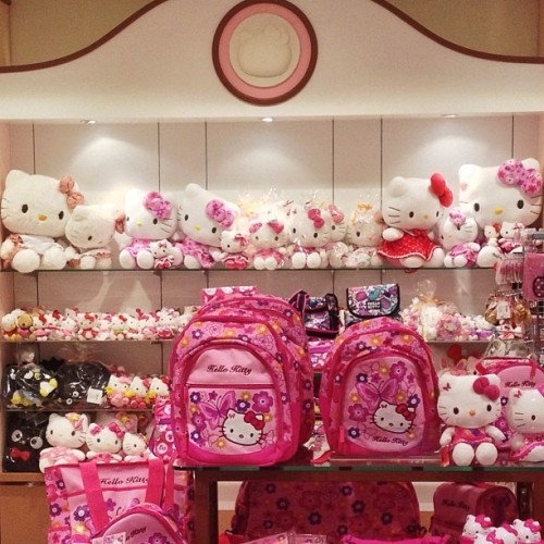 Hello Kitty! (hier: Hello Kitty Sanrio Store)