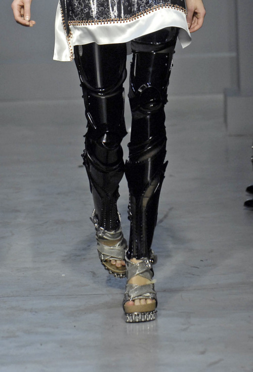 crab-cakes:  amplifiedattire:  Robot(?) leggings by Balenciaga. [Source]  leggings? are you trying to trick me into thinking that i could be walking around as a fashion bot?