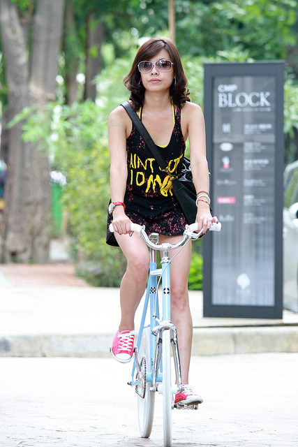 mzp3n:  Nice shades! by RH+O fixed gear specialist! on Flickr.
