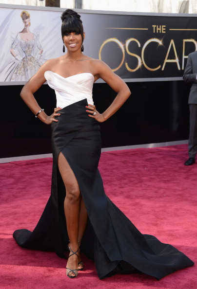 OSCARS BEST DRESSED FASHION: KELLY ROWLAND! AFTER HER STANDOUT SHEER PANEL DRESS AT THE GRAMMY'S, I WAS HIGHLY INTERESTED TO SEE WHAT DIRECTION SHE WAS GOING TO TAKE FOR THE OSCARS. AND SHE DIDN'T DISAPPOINT! I LOVE THIS DONNA KARAN NUMBER, AND I LOVE IT FITS HER SO WELL. I'M NOT EXACTLY A FAN OF THE HAIR CHOICE, BUT OVERALL, I THINK IT'S A WONDERFUL LOOK WORTHY OF MY #4 CHOICE