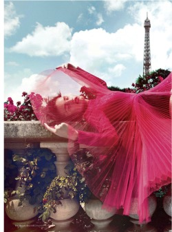 d-elicatebeauty:  ALLA KOSTROMICHOVA FOR HARPER'S BAZAAR ARABIA DECEMBER 2012