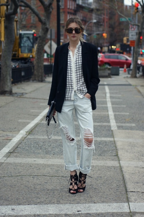 One Teaspoon jeans (more boyfriend jeans here) - Zara blazer and shoes (similar here and here) - Tibi top - Acne clutch - Karen Walker sunnies [source: camilleovertherainbow]