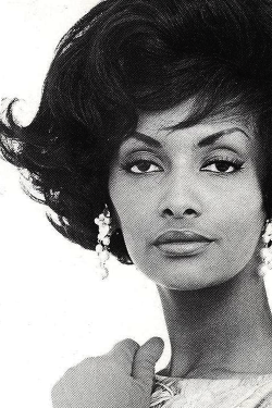 vintagegal:  Helen Williams was the first African American fashion model to cross over into the mainstream, rising to fame in Paris and New York in late 1950s and early 1960s. (x)