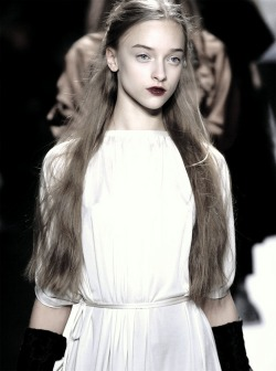 flowerette:  fortheloveoftomford:  marcelina sowa // at vera wang // f-w 2011  are u kidding me