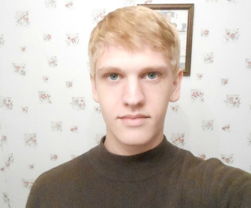 My new hair cut! I finally look blonde.