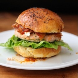 (Salmon Burger with Tomato Relish and Goat Cheese)
