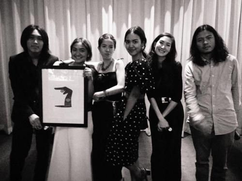 36 got Best Director Award - and runner up award for Best Film from Thai film director association , Thailand. here's the pic of crew ! [from left : Chonlasit [editor] , Puangsoi [assistant director] , Koramit [actress] , Pang+Pim [yellow fang] , Wuttipong [music composer]