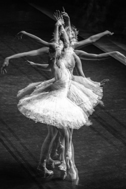bulimic-without-the-sick:  http://bulimic-without-the-sick.tumblr.com Ballet <3