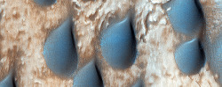 Beautiful sand dunes shaped like raindrops in Copernicus Crater on Mars. (via HiRISE | Raindrops of Sand in Copernicus Crater (ESP_031221_1315))
