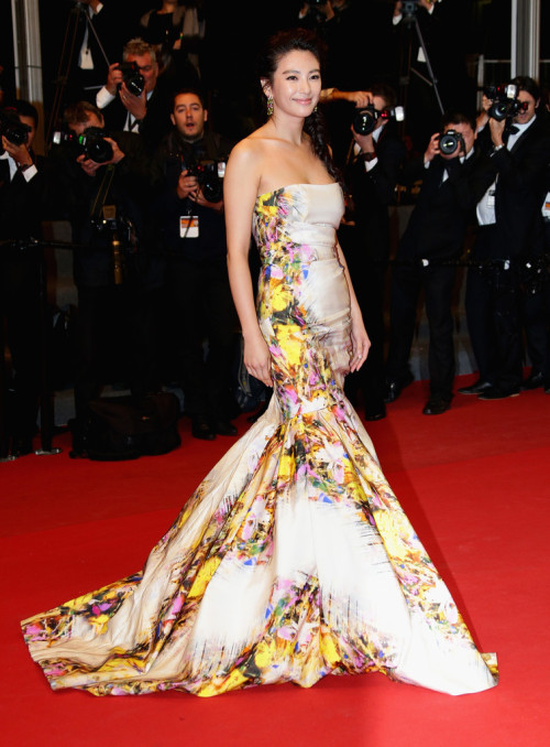 realmofthesenses:  Zhang Yuqi in Monique Lhuillier @ 'Blind Detective' Premiere during the 66th Annual Cannes Film Festival